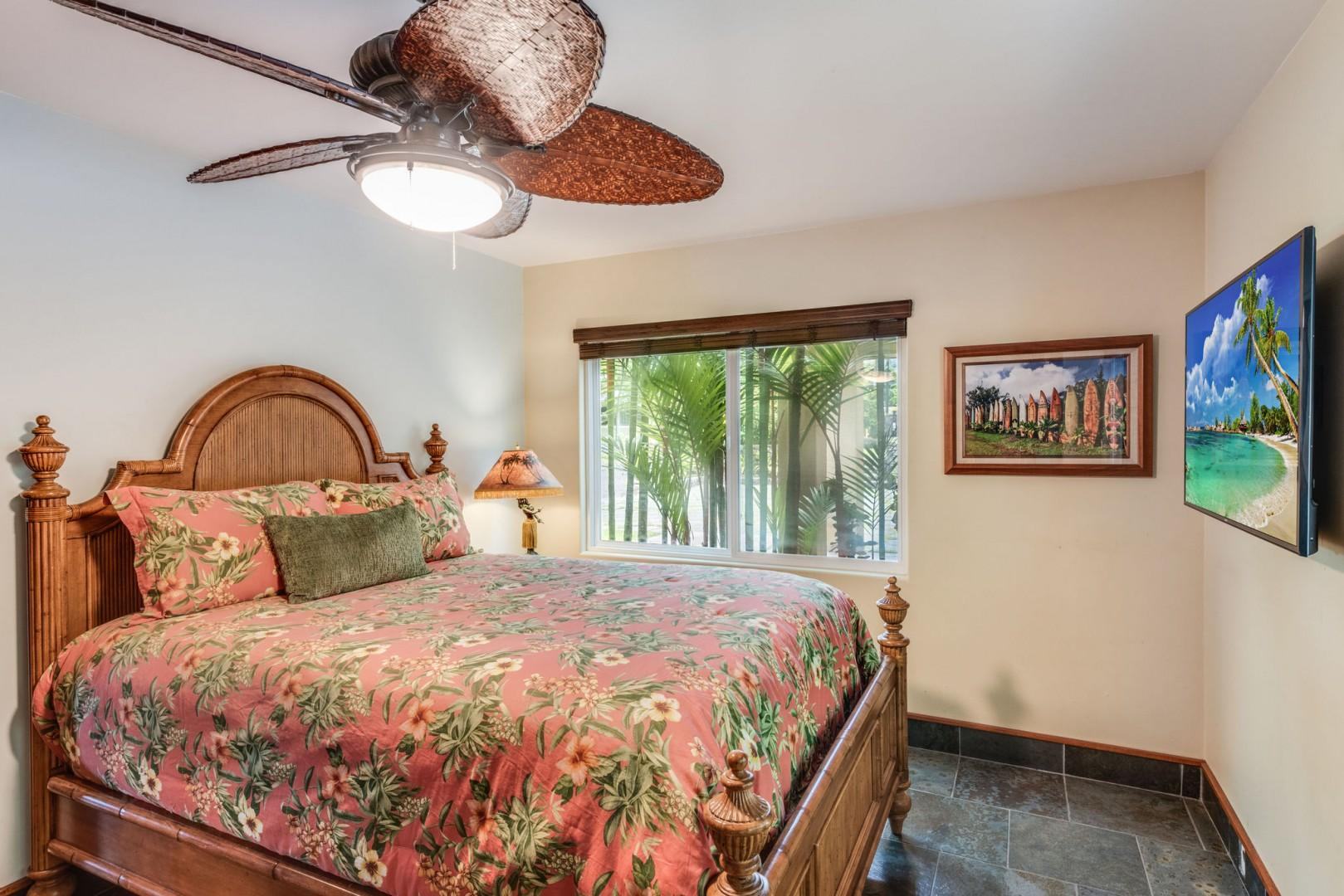 Hale Moana guest bedroom featuring a Queen bed