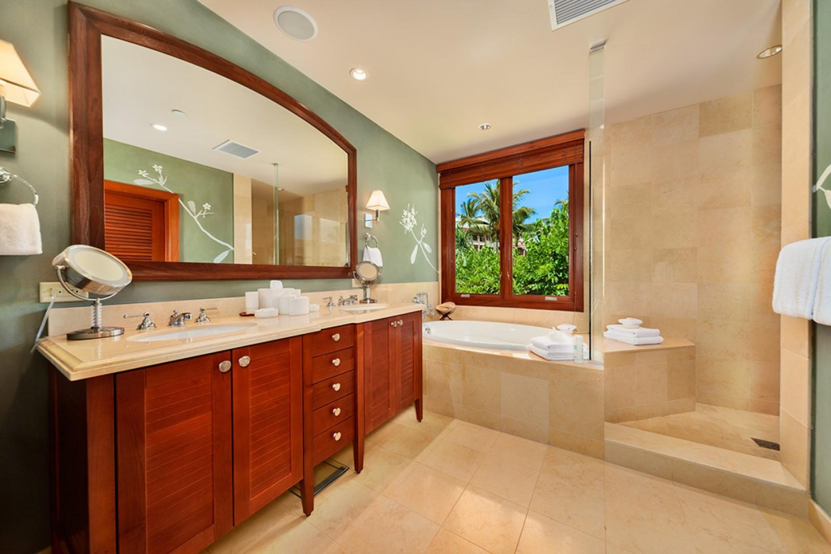 A201 Royal Ilima - The Second Master Bedroom En-Suite Private Bath with Deep Soaking Tub, Separate Shower, Private WC