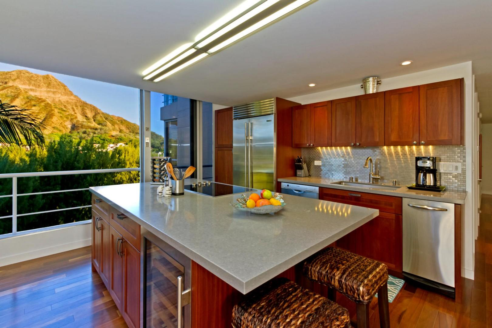 Open-concept kitchen, ideal for entertaining.