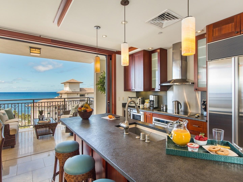 Full gourmet kitchen with Wolf Oven and Range and SubZero Refridgerator