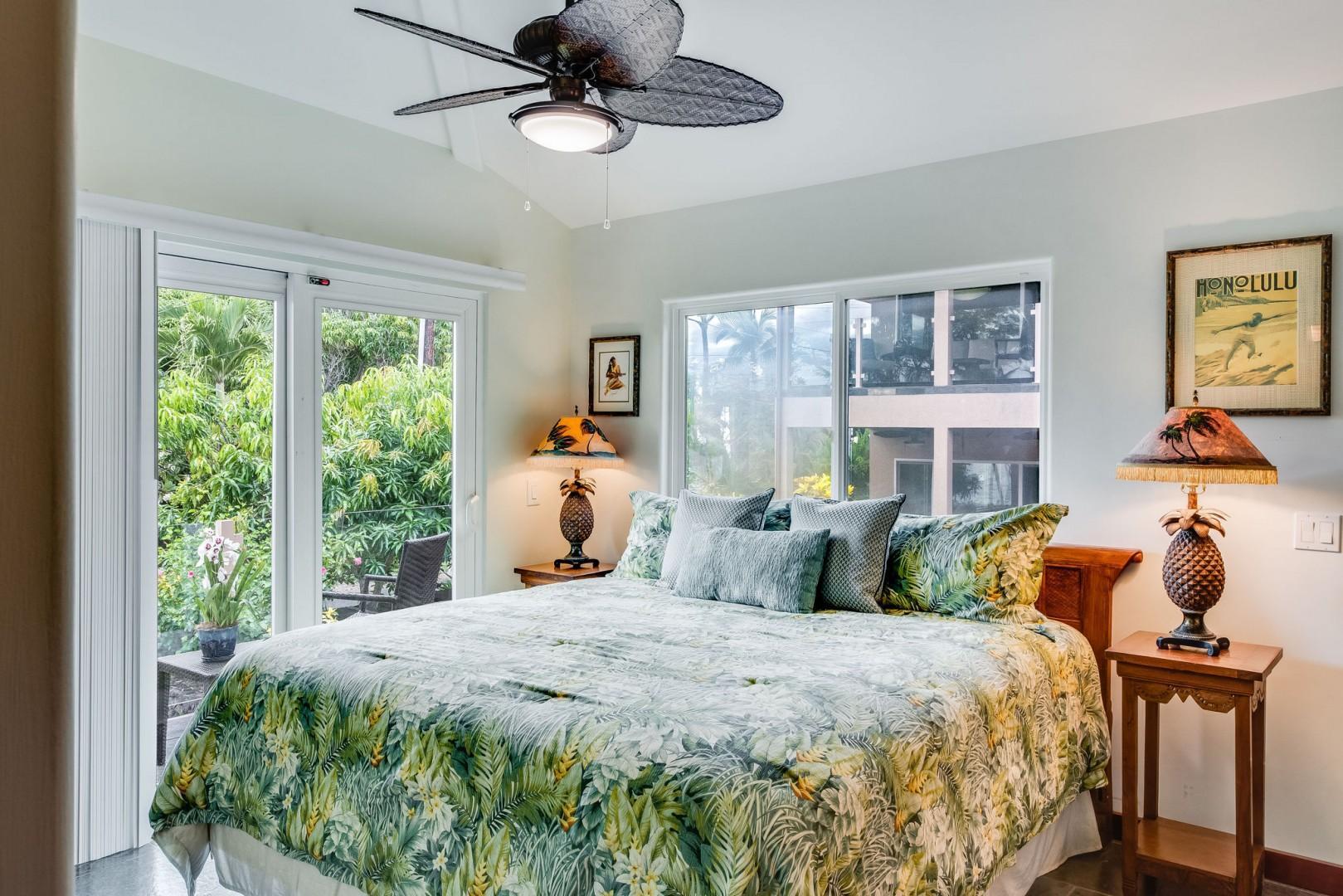 Hale Kahakai Master with King bed and balcony