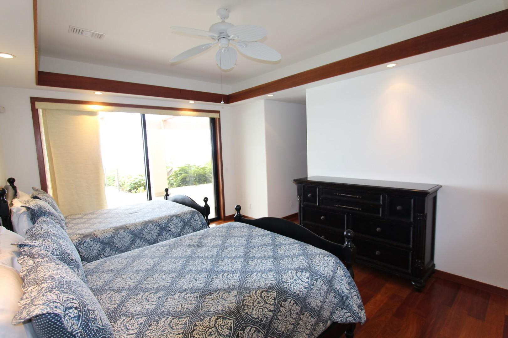 Guest room with double beds and Lanai access