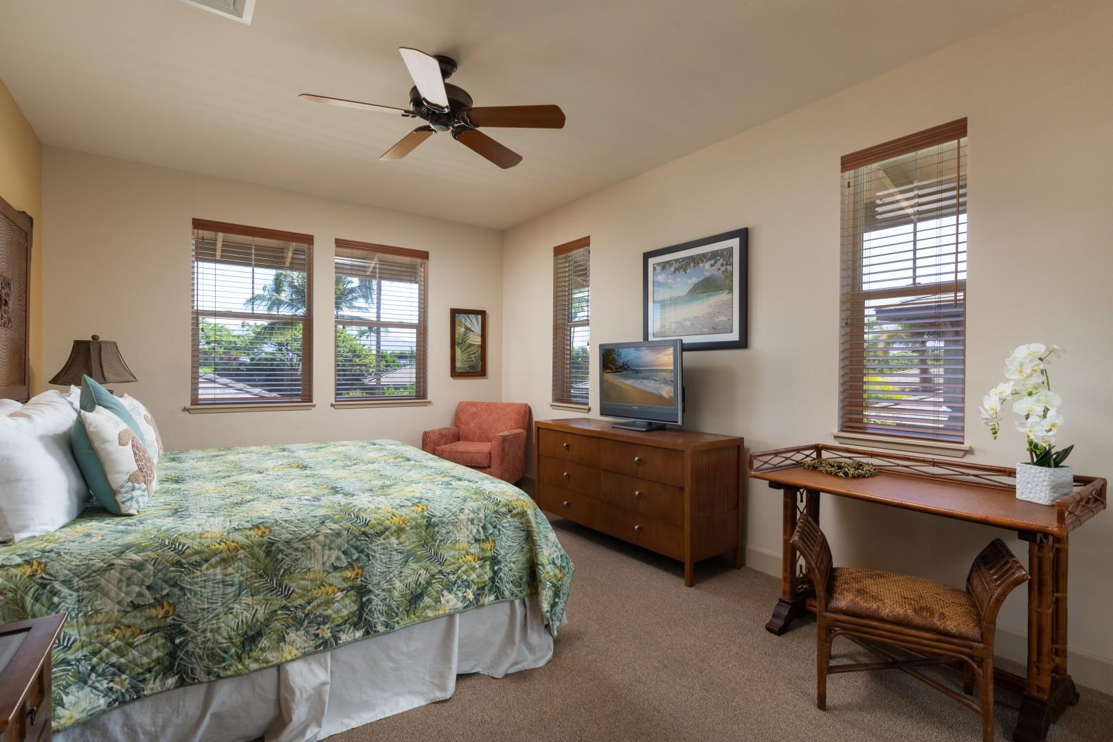 The King guest suite is very large and private. Enjoy a writing desk and tropical views.