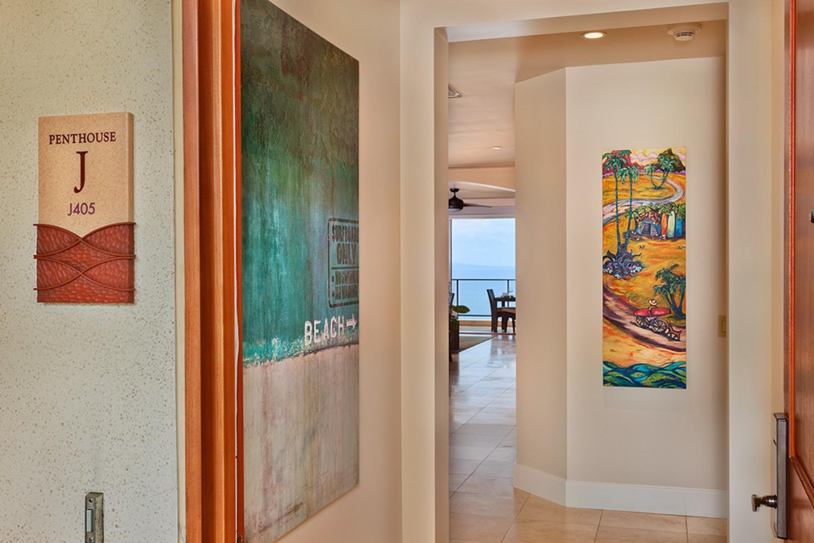 J405 Sea Breeze Suite Unique Decor and Artwork Throughout!