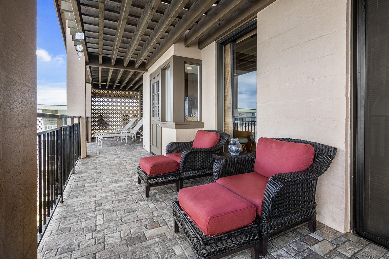 Relax in the overstuffed Lanai seating!