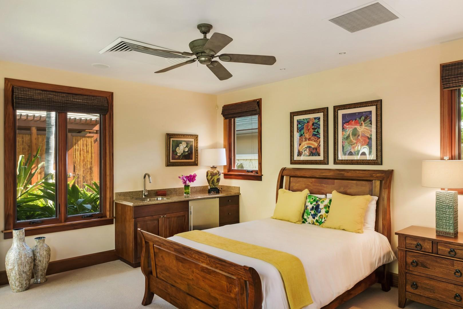 """""""Ohana"""" Guest Cottage Bedroom w/ Queen Bed, Wet Bar and Ensuite Bath"""