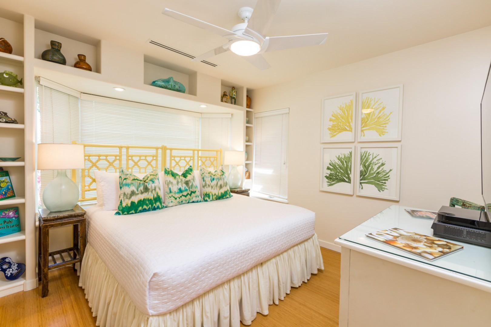 Mango Surf - 3rd Bedroom with One King Bed (Can also be made into 2 Twin Beds)