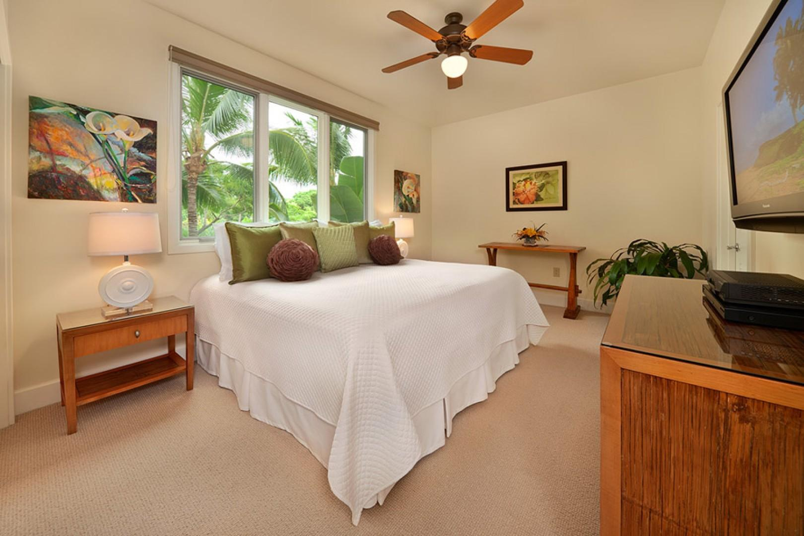 Third bedroom suite, with king bed option.