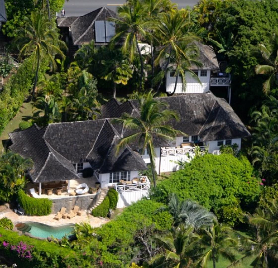 Aerial view of Estate with Main House and two Bungalows