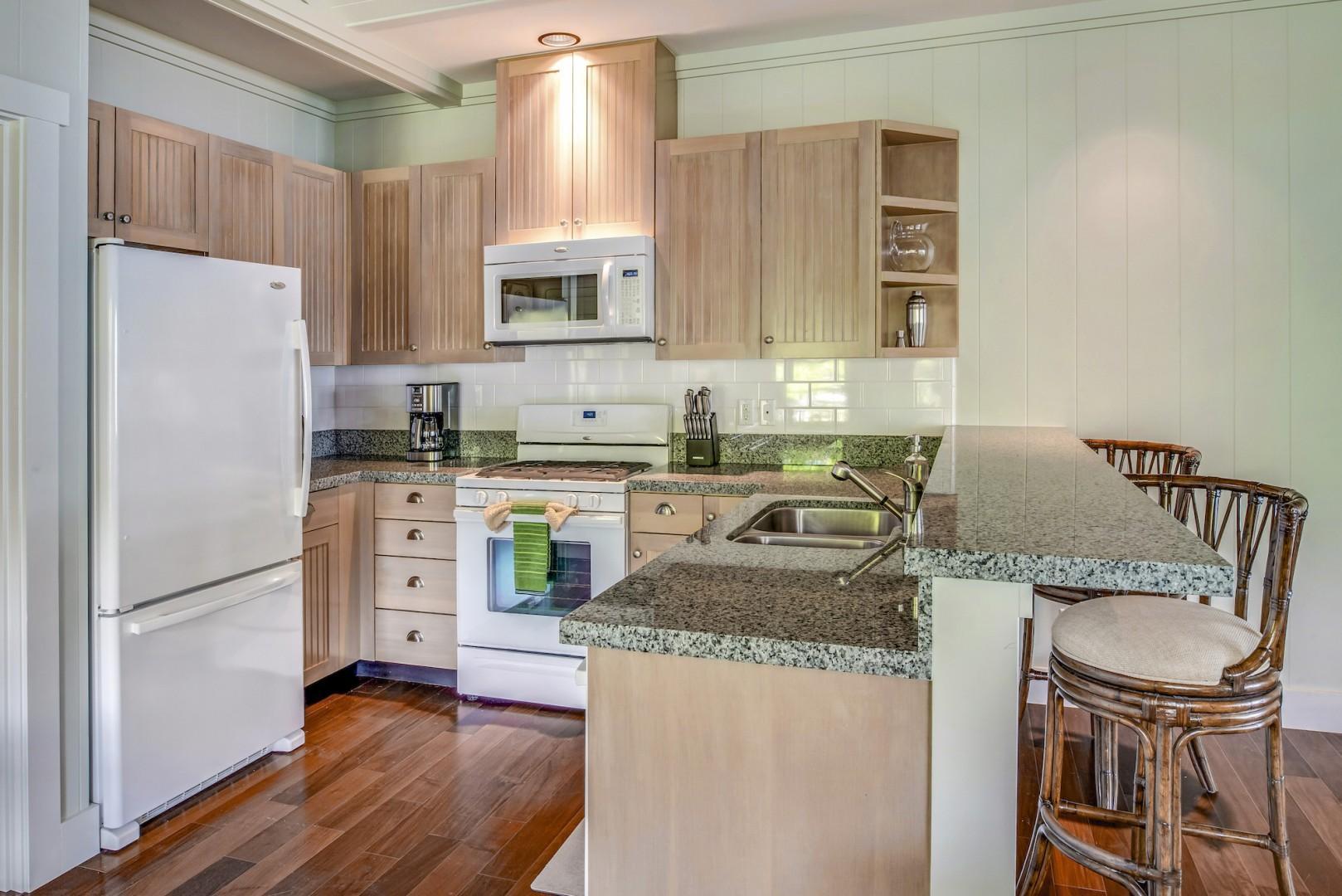 Ohana Guest Cottage Kitchen w/ Gas Range and Breakfast Bar, Ocean View