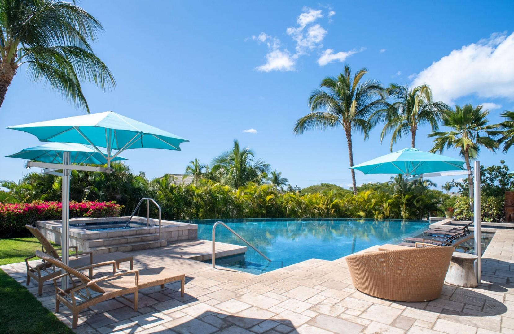 Wai'ula'ua Amenities Center: Rental comes with access to shared pool, jacuzzi and pool deck with chaise loungers.