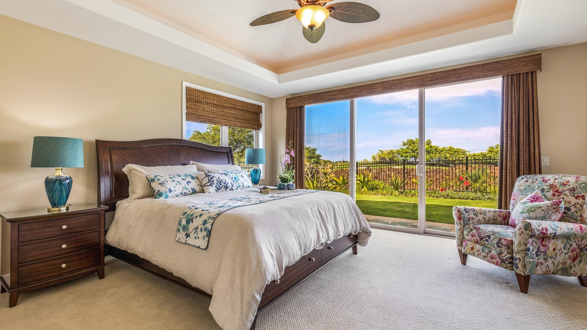Master bedroom, with king bed, en suite full bath, and floor-to-ceiling pocket doors that open to the lanai.