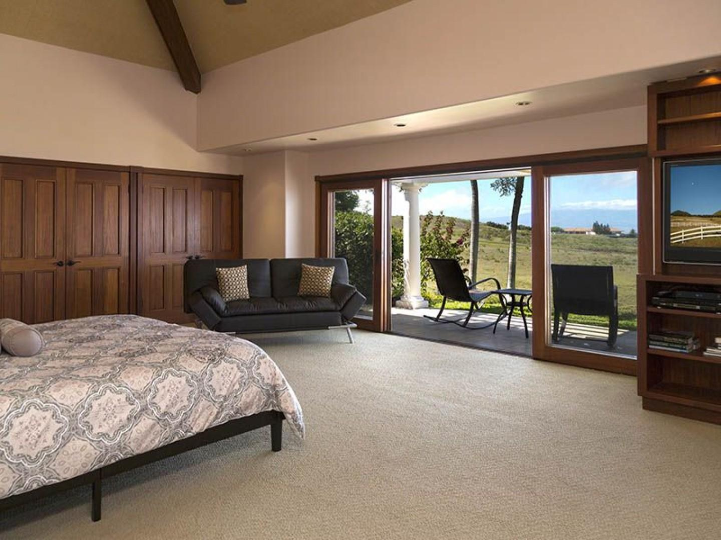 South master has a large private lanai and is very spacious