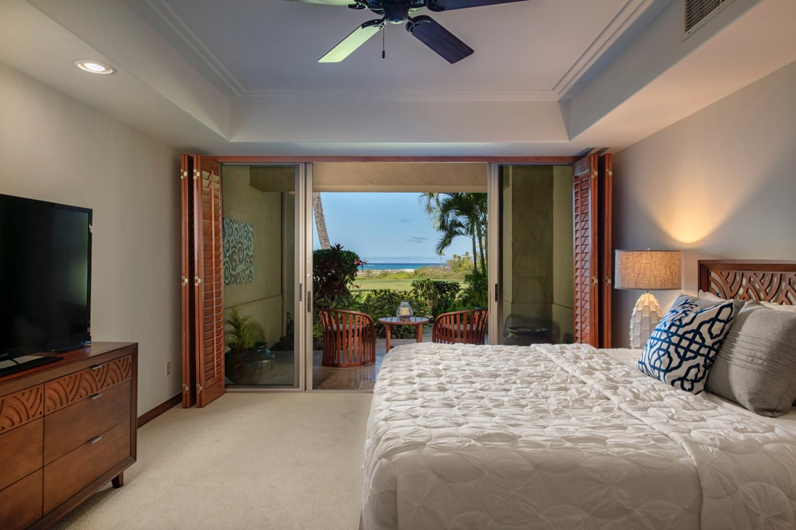 Master bedroom w/king bed, flat screen TV, sliding doors to private ocean view lanai & ensuite bath.