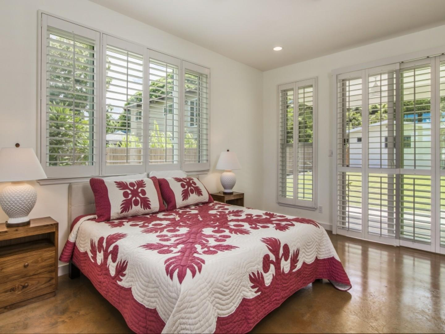 First-floor master bedroom with a Queen size bed has doors to a covered lanai.