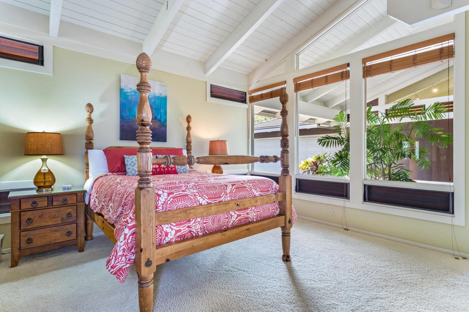 The other queen bedroom.