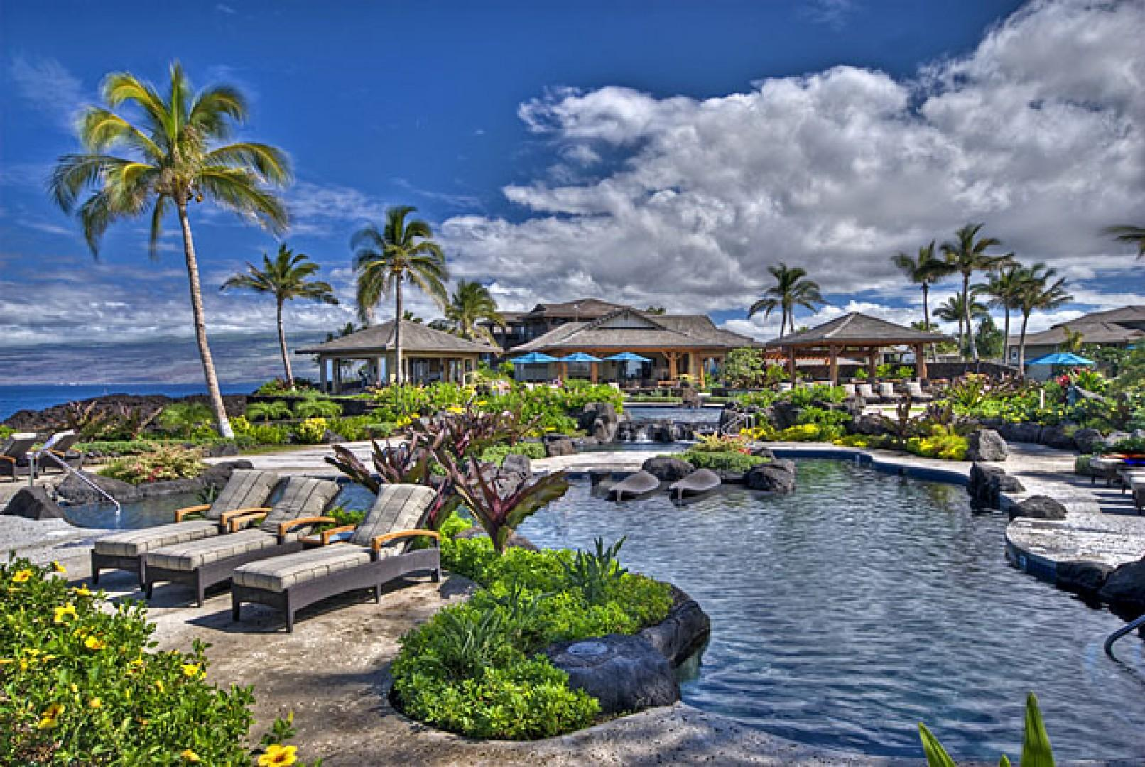 Hali'i Kai pool and cabana.