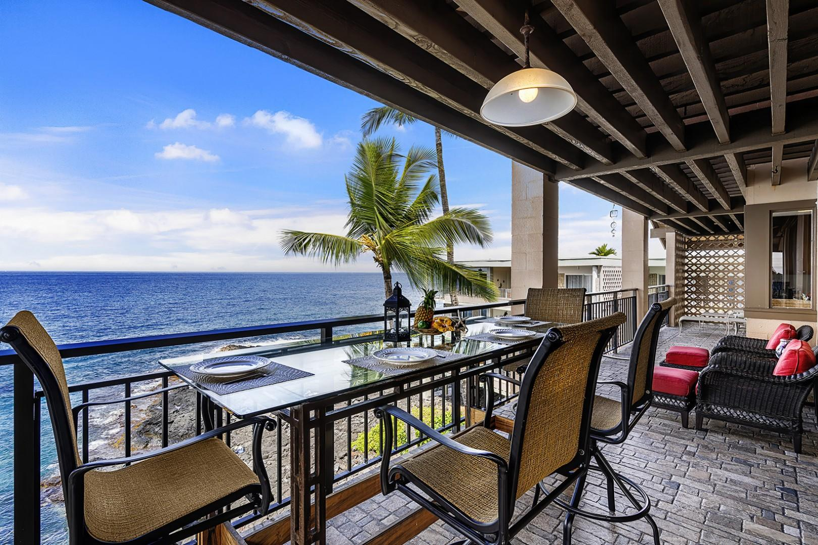 Dine on the ocean daily in this top floor condo!