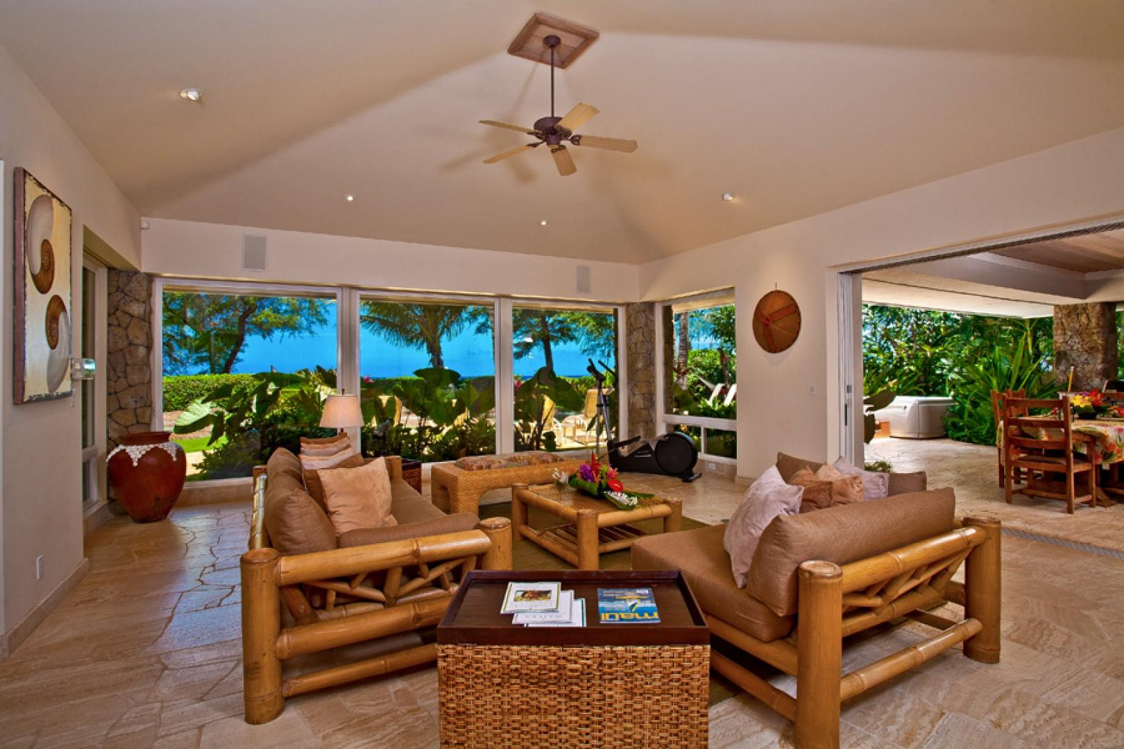Sea Shells Beach House - Pool View Indoor Lounging Area