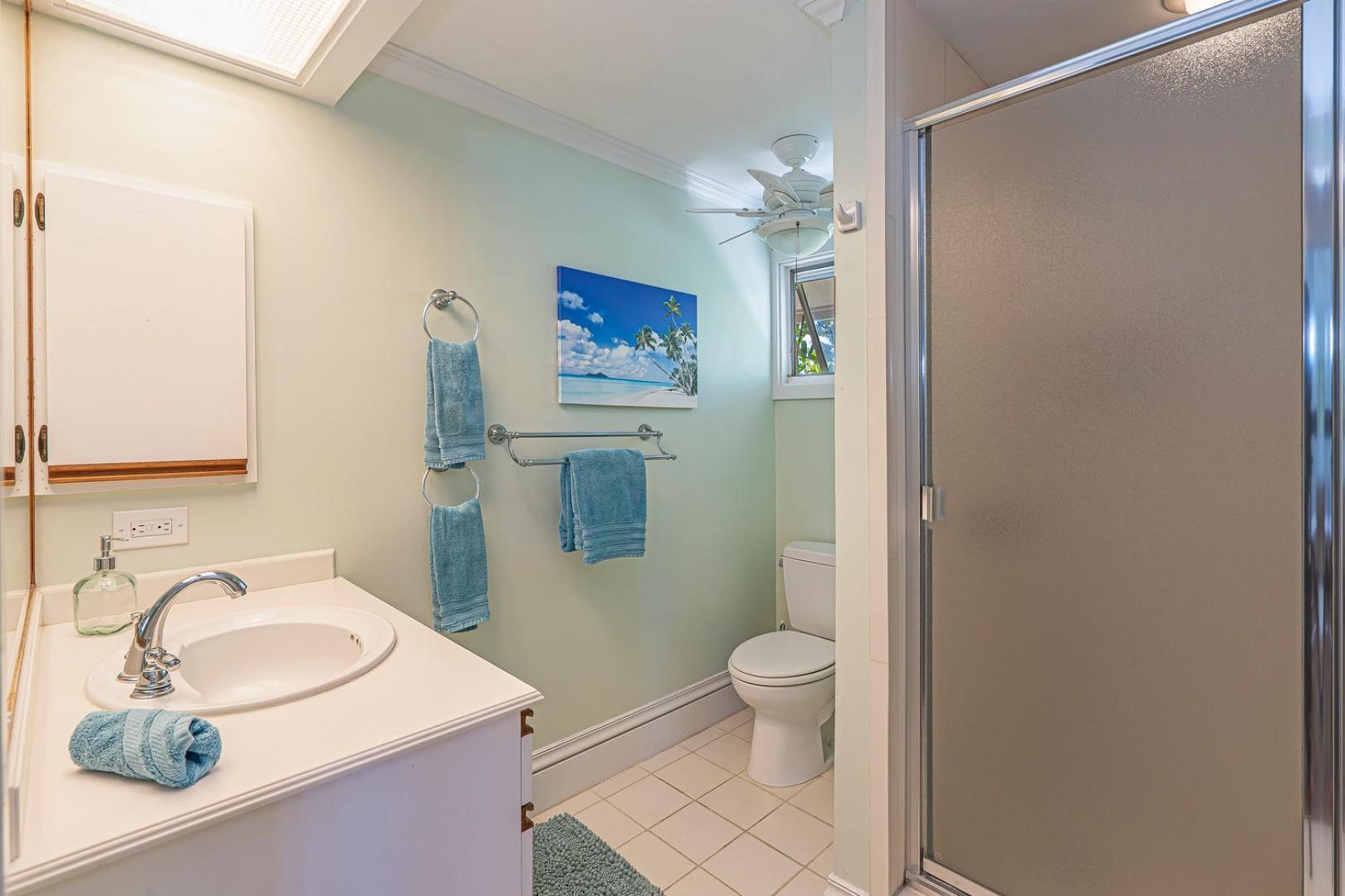 Lanikai Seashore Guest Bathroom Shared Upstairs