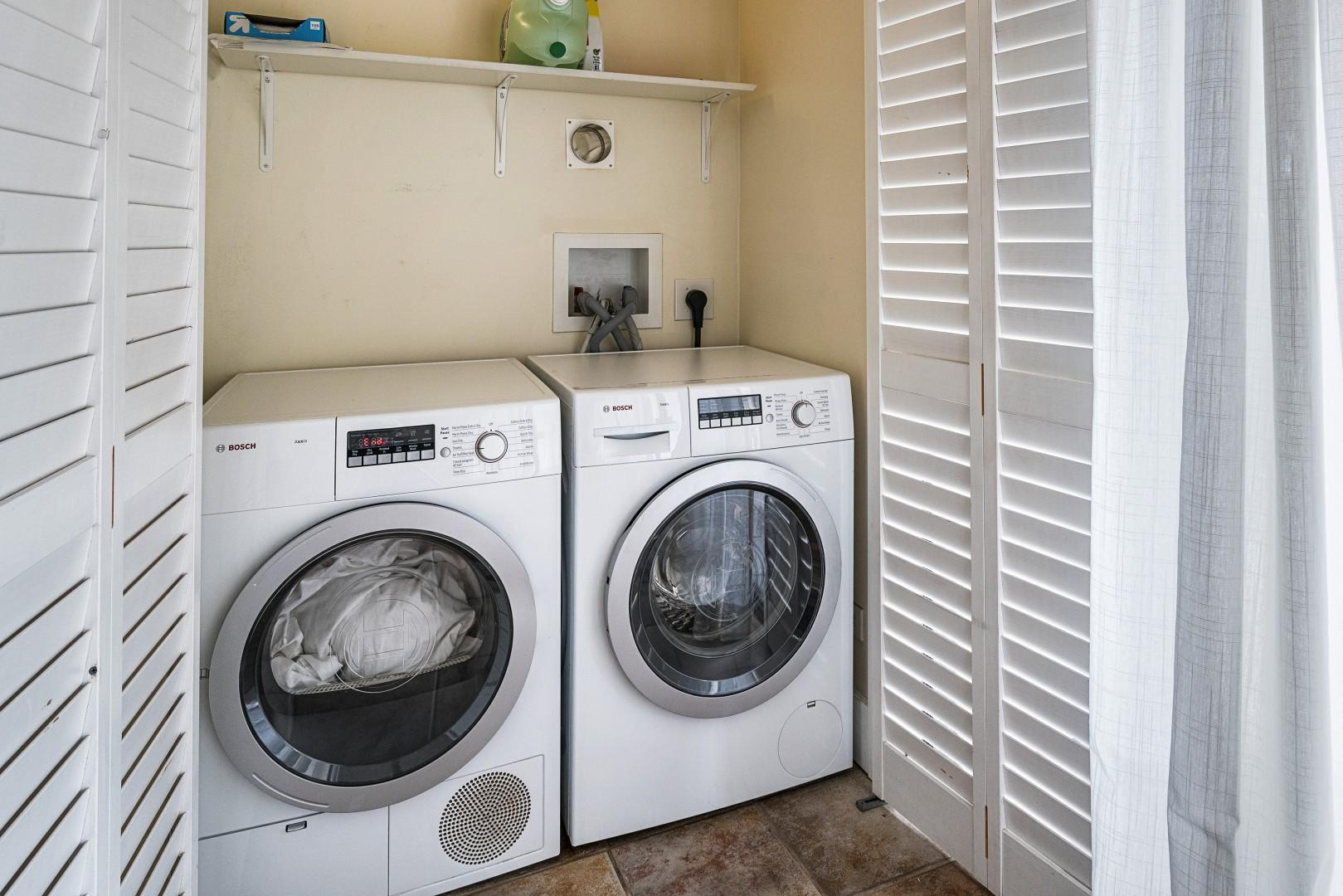 Full sized washer / dryer in this unit!