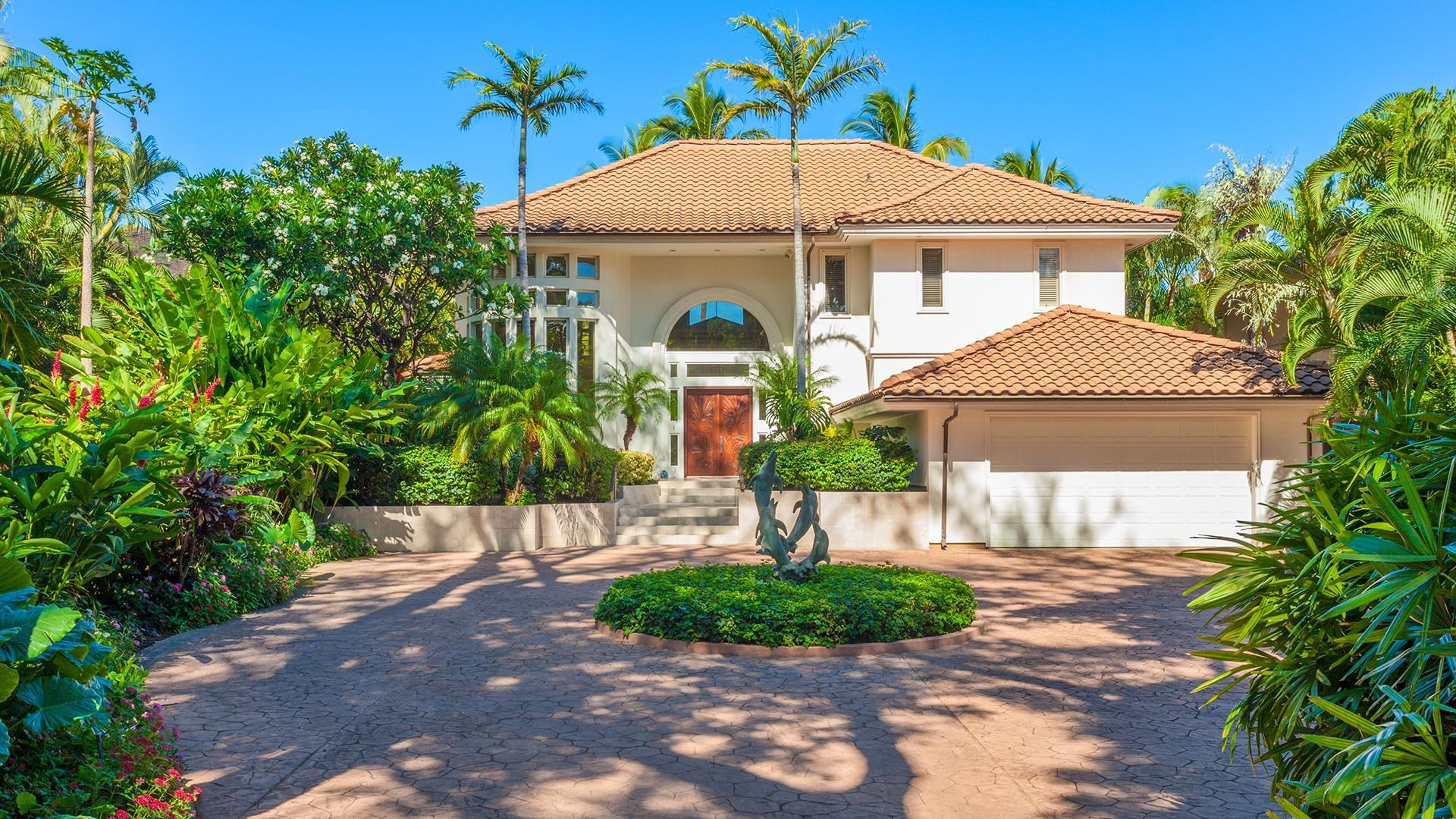 Sunny Surf is a gorgeous gated villa in the exclusive Wailea community of south Maui.