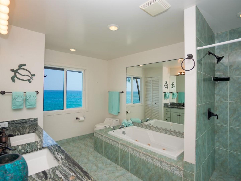 Upstairs bathroom, even it has an Ocean view!