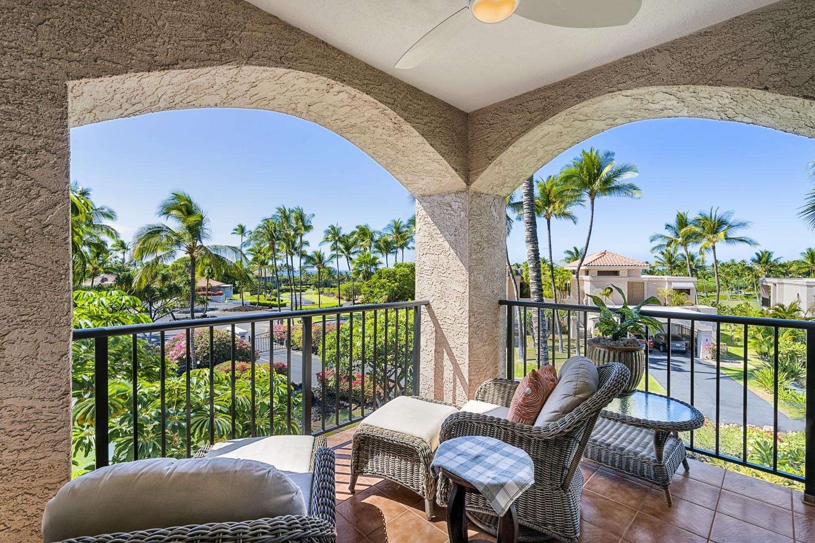 Lanai loungers to enjoy the Waikoloa wind