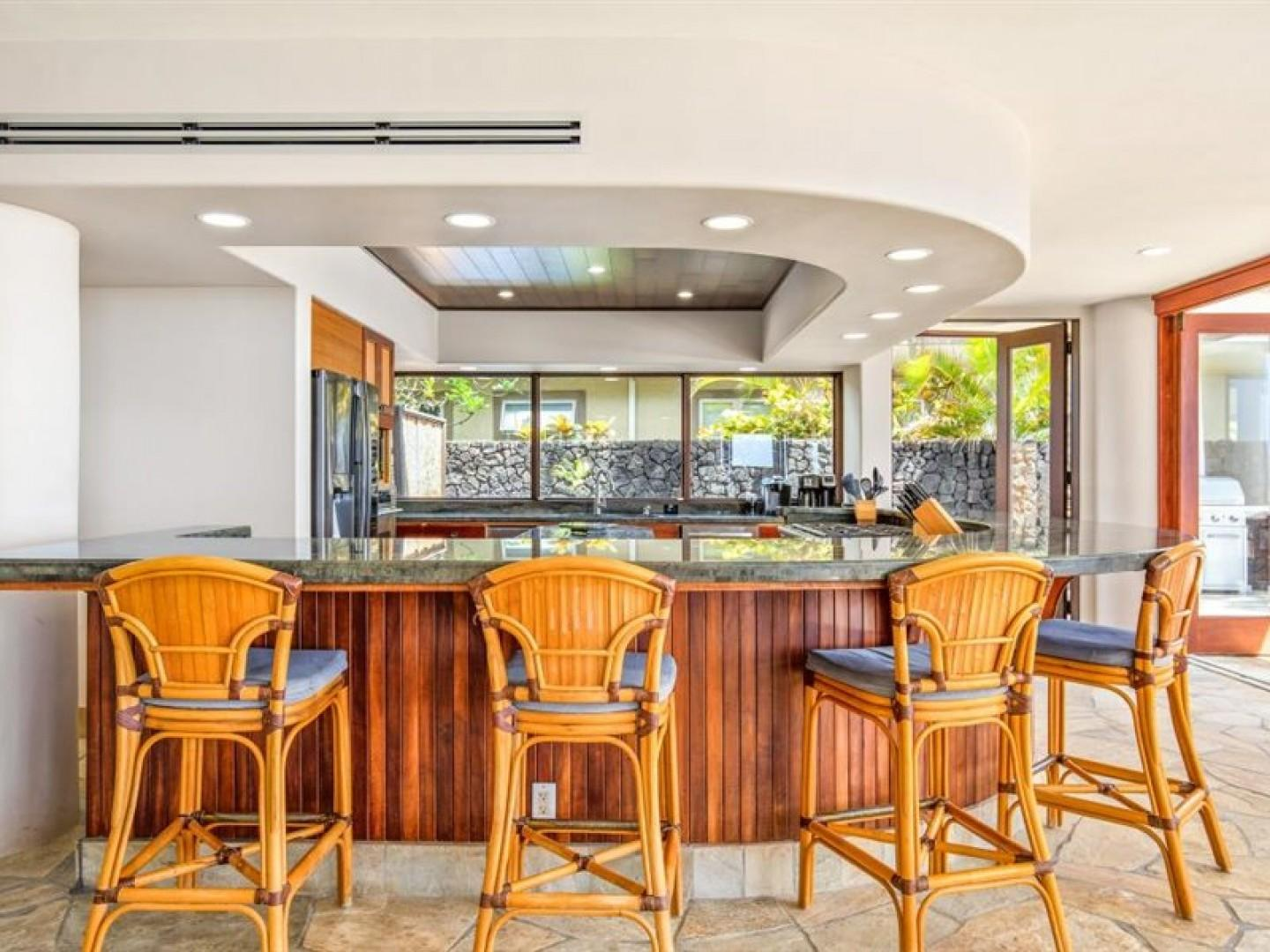 Enjoy meals at the spacious breakfast bar!