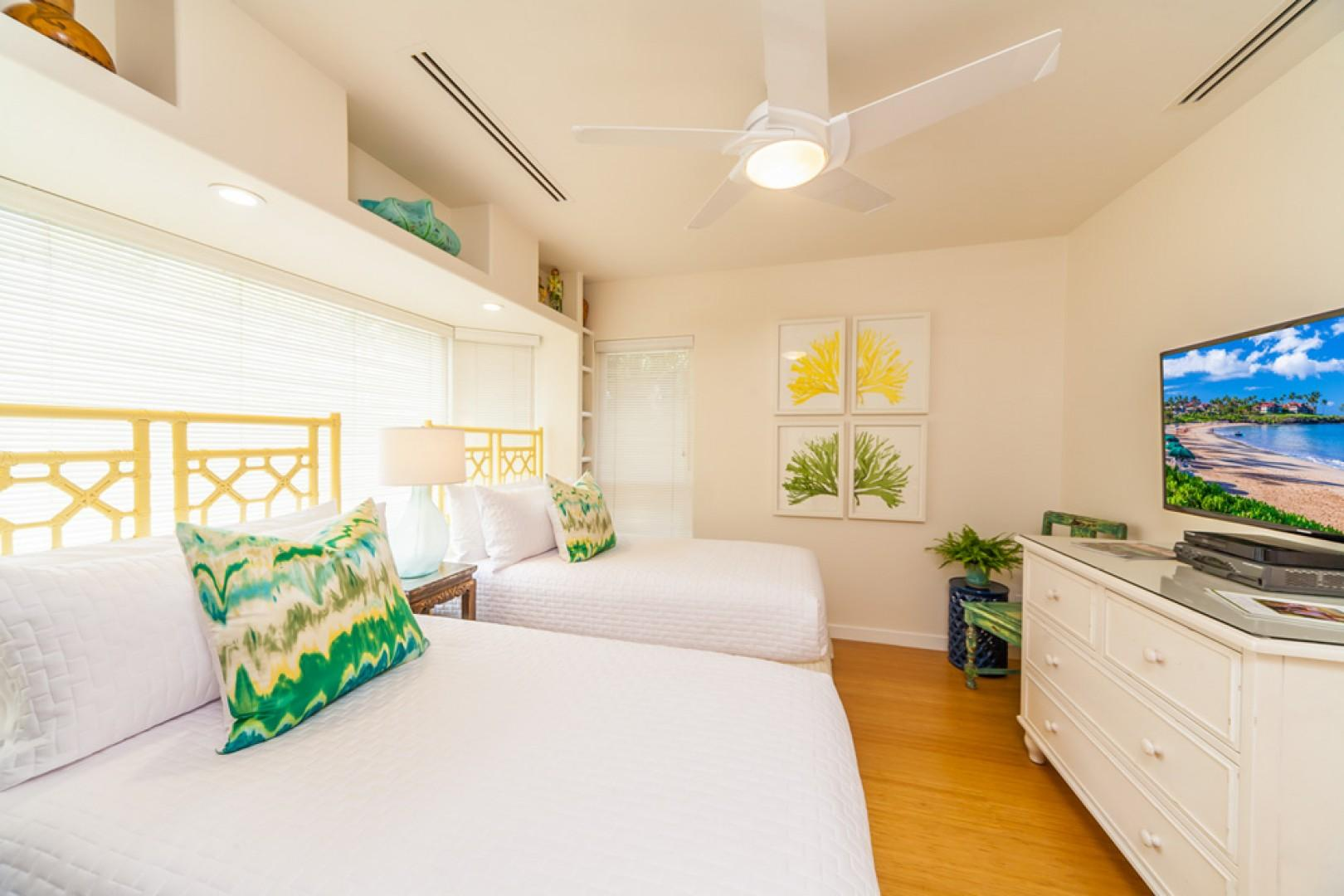 Mango Surf - 3rd Bedroom with Two Twin Beds or One King Bed
