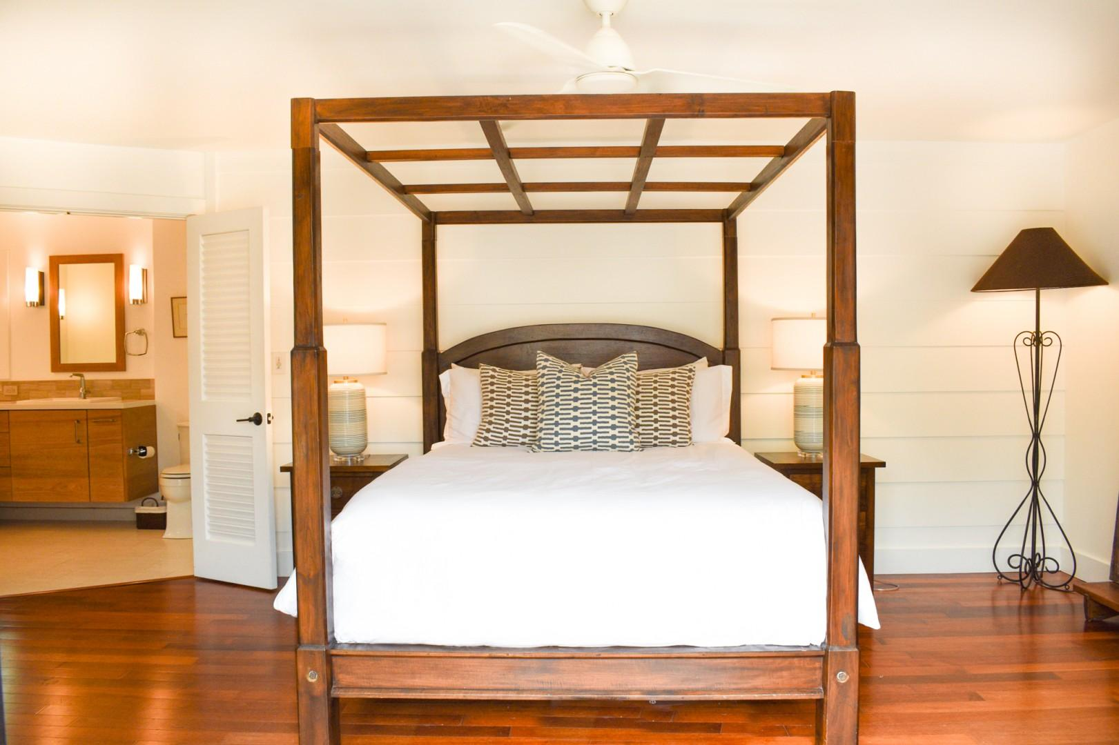 Master bedroom with ensuite with private access to pool area, queen bed