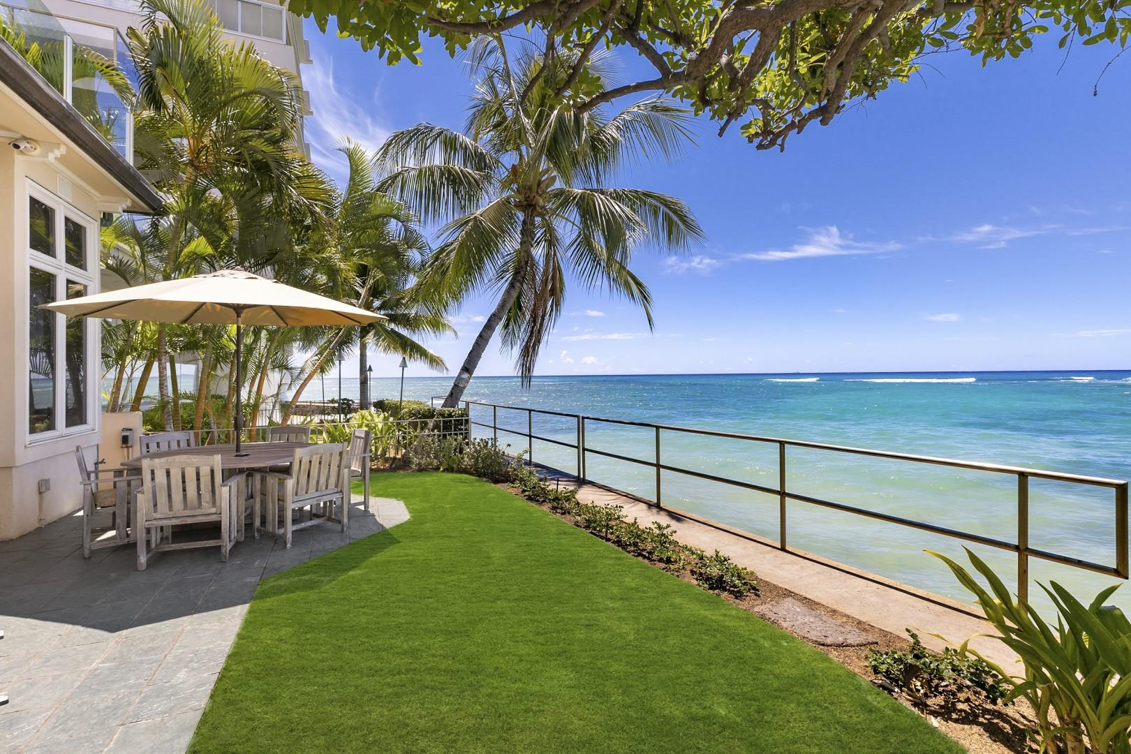 Diamond Head Surf House offers spectacular ocean views.