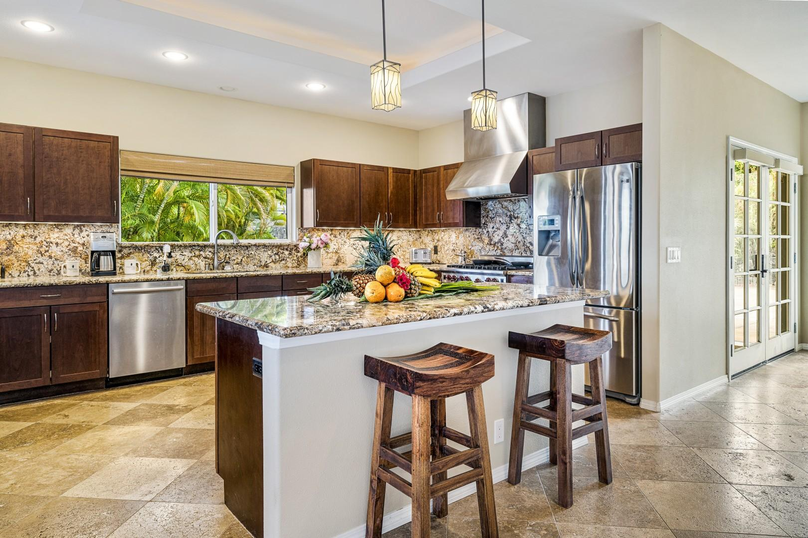 Gourmet kitchen with all the fixing to prepare your favorite meals!