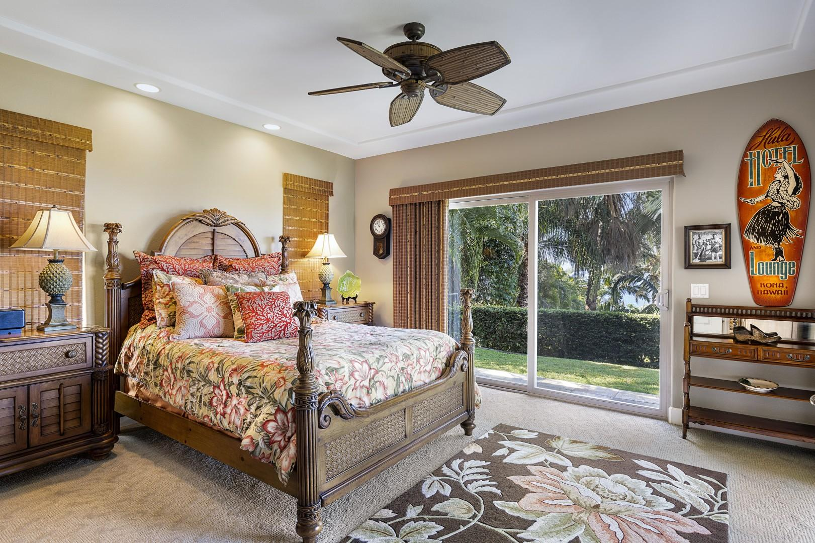 Guest bedroom with Queen bed and Lanai access!