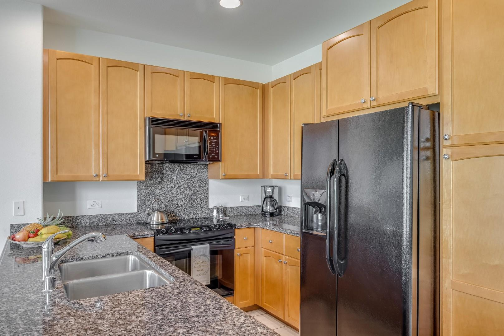 Full Kitchen w/ Granite Countertops