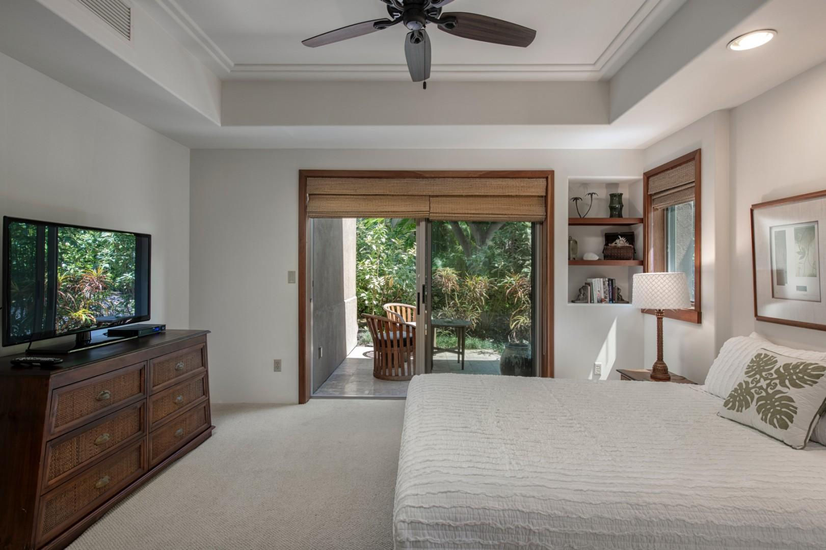 Third bedroom w/queen bed, sliding doors to private lanai & ensuite bath.