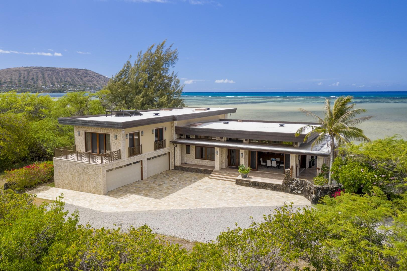 Paiko Lagoon beachfront estate with private driveway and 4-car garage