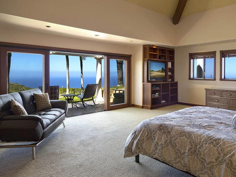 South master has beautiful ocean and volcano views