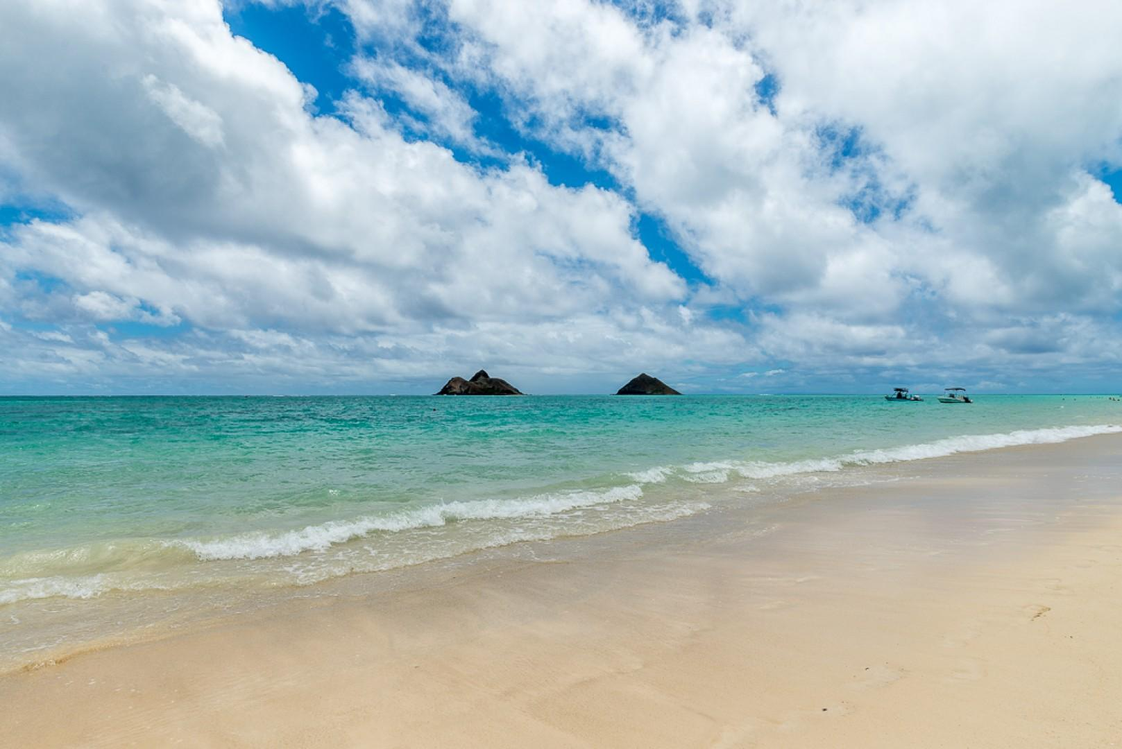 View of the Mokulua Island just a short walk away!