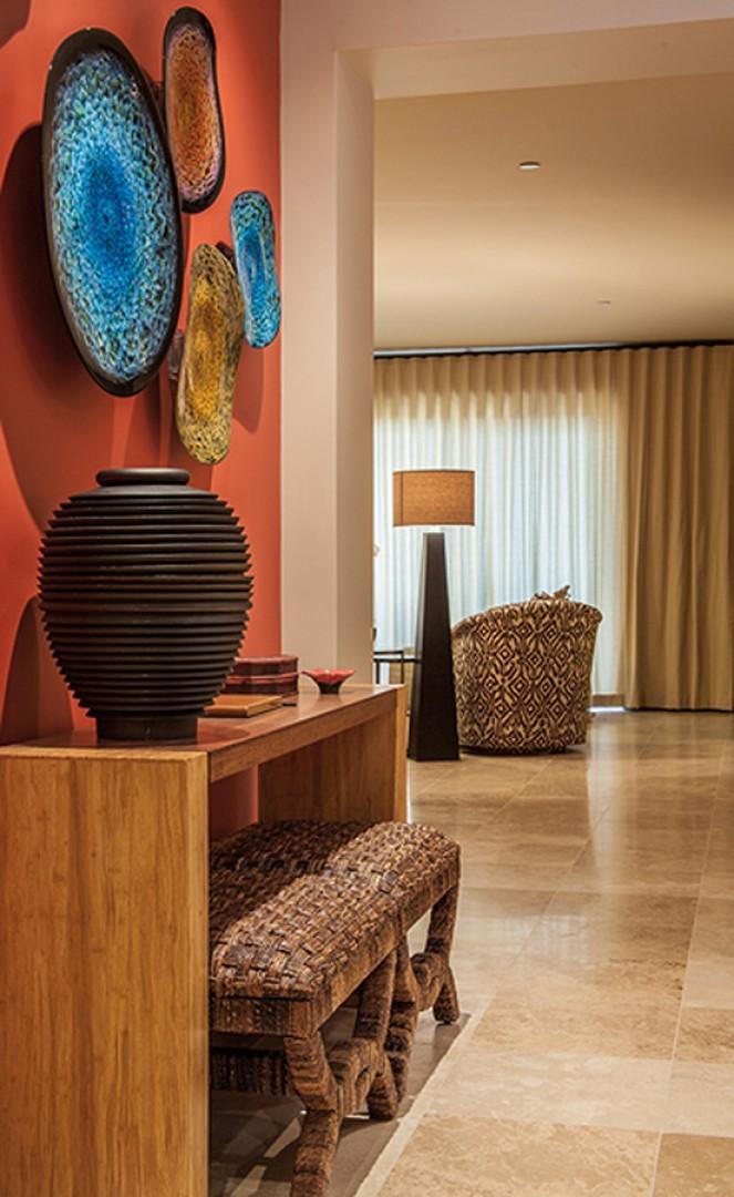 C301 Sun Splash Villa with Exquisite Art and Decor!