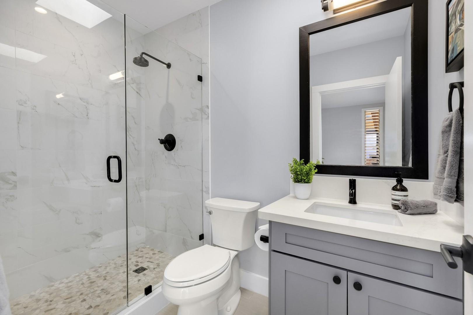 Full bath located in bedroom 3