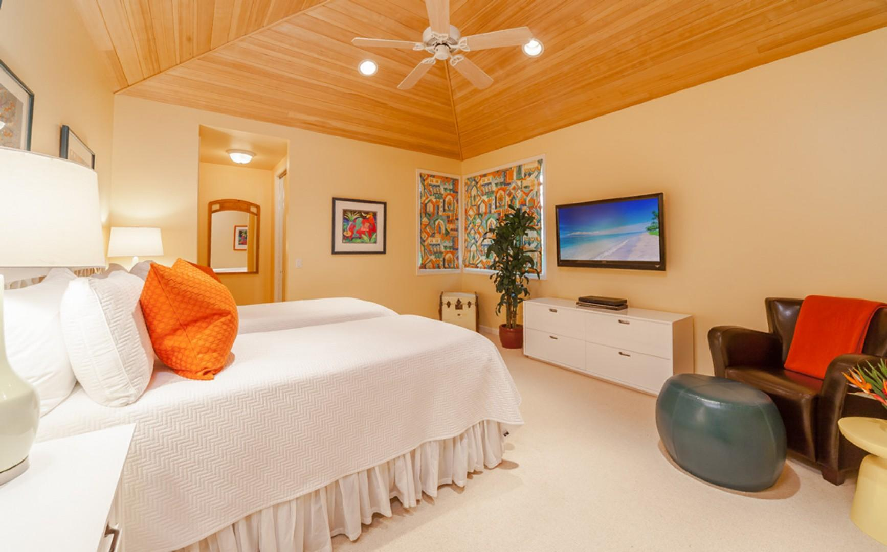 Opal Seas At Baby Beach - Garden View Bedroom Three with Two Twins or One King and En-Suite Private Shower Bath, HD TV/DVD. This room now has all-new glossy white bedroom furniture!