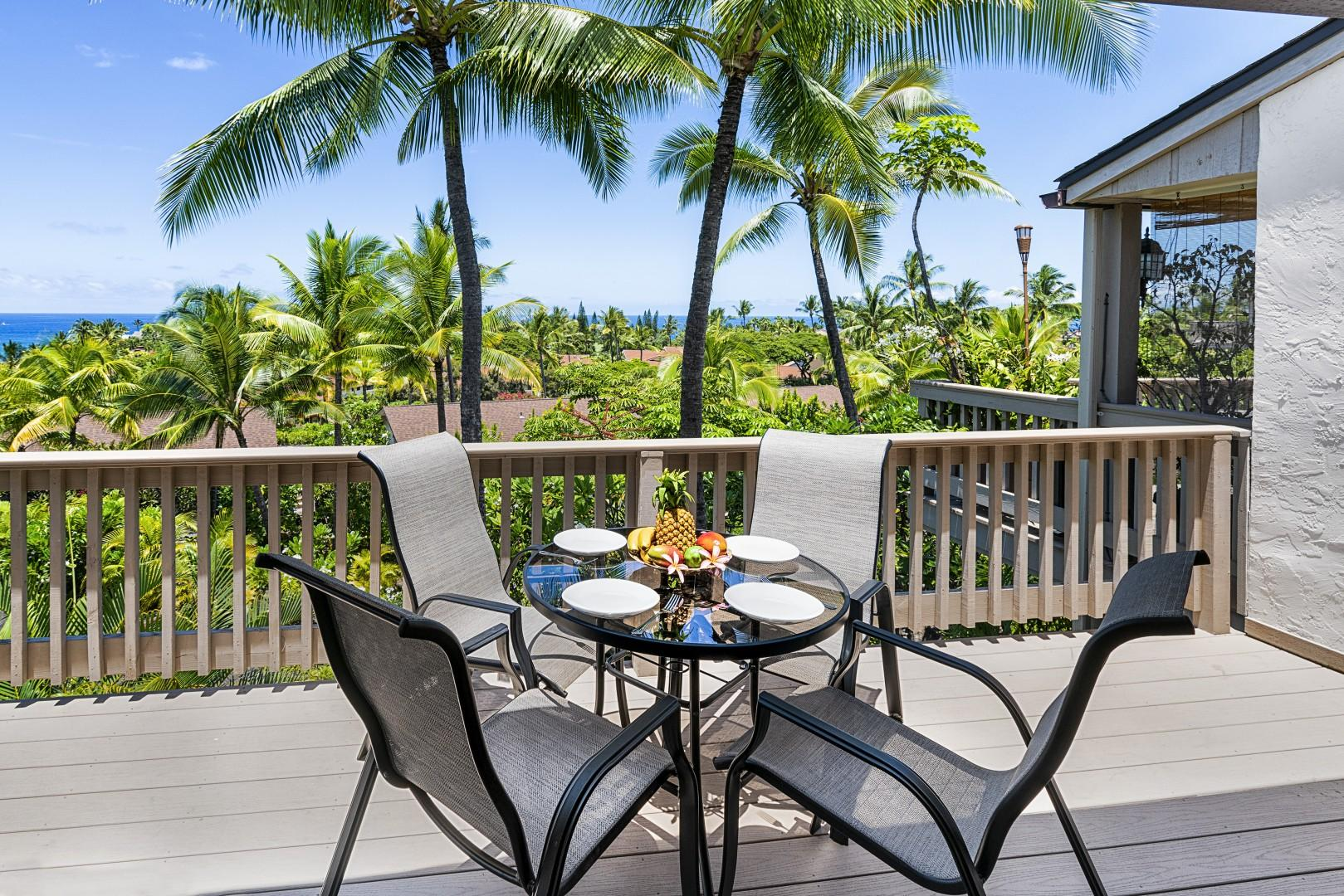 Enjoy dinner while listening to the waves!