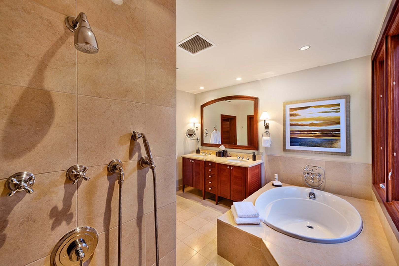 Second Bedroom with En-suite Bath with deep soaking tub, separate shower, private WC - Coco Palms Pool Villa D101