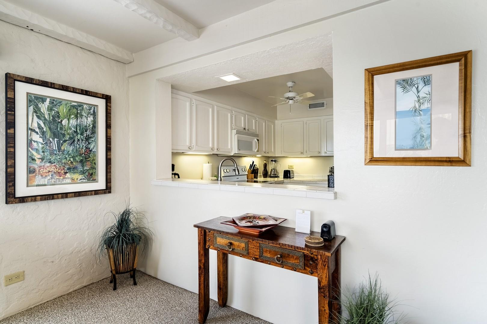 Kitchen passthrough, perfect for diners on the Lanai!