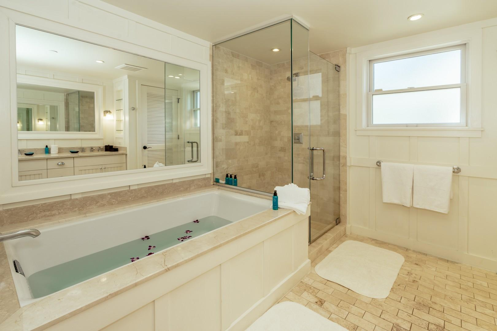 Full size master bath with a large soaking tub to relax in to.