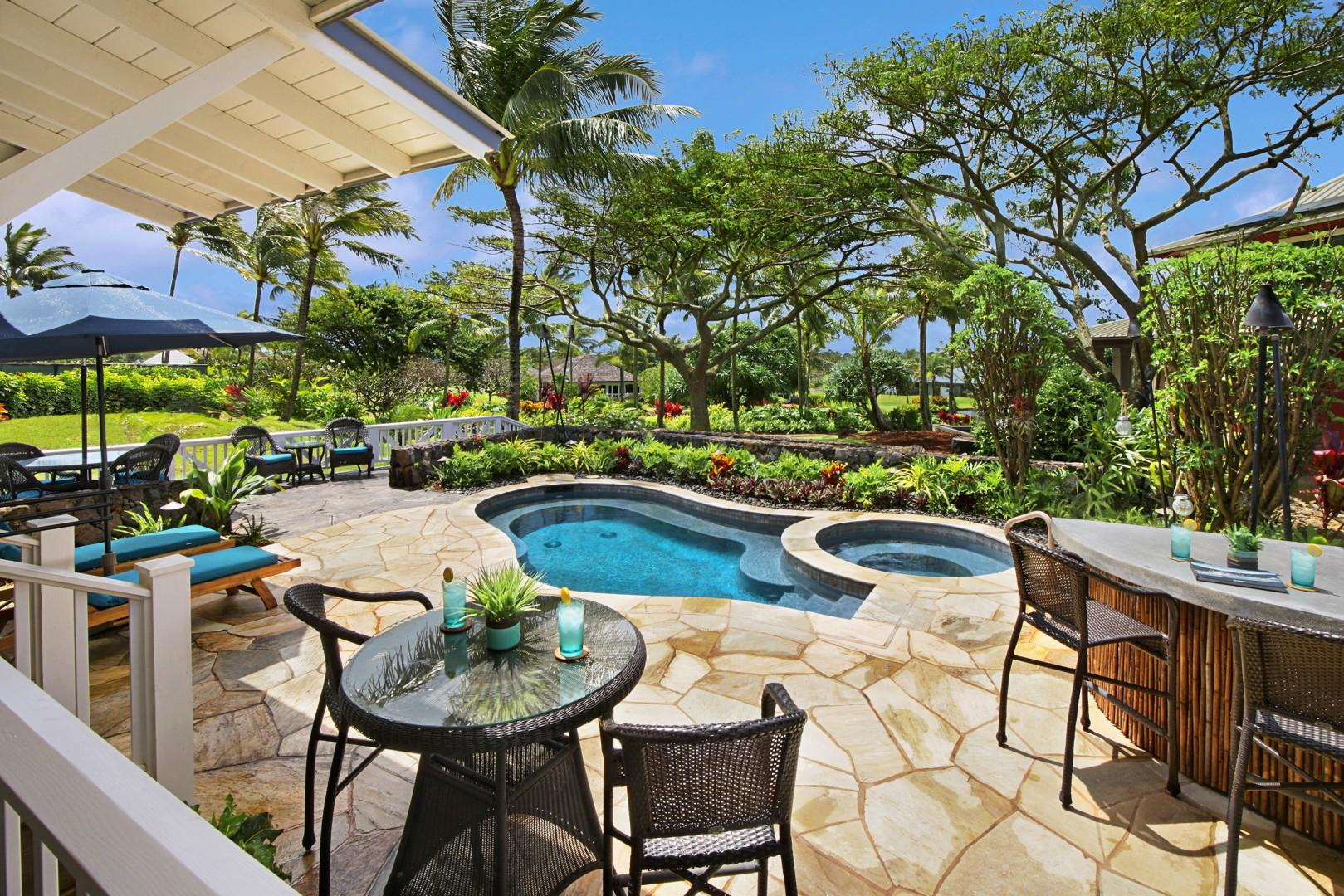 Lanai with ample seating