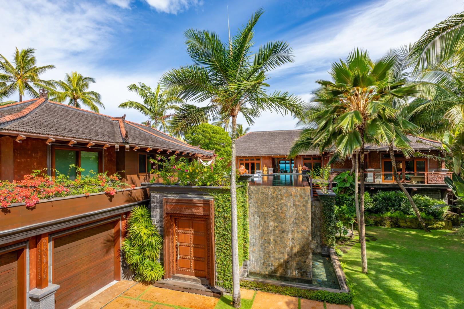 King Kong Entry Doors to Hale Komodo Estate