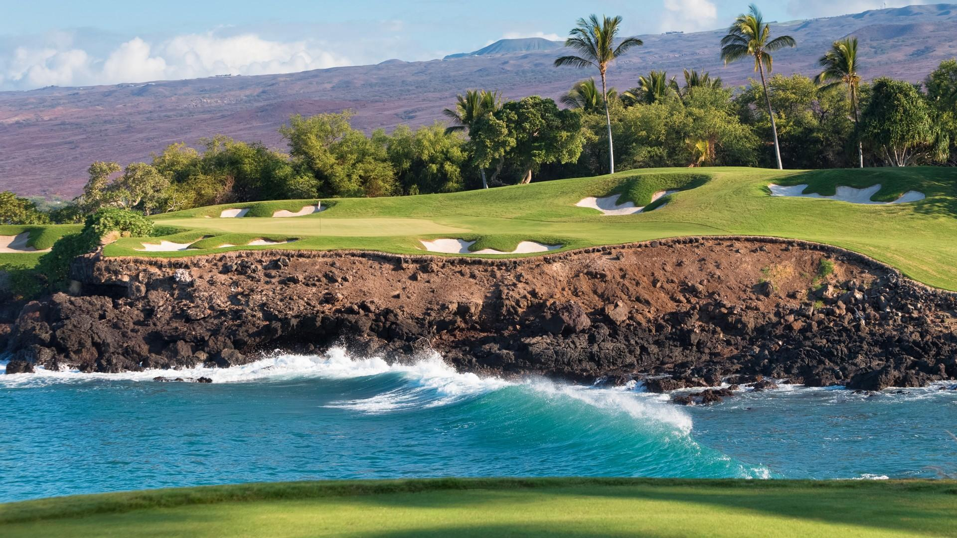 The gorgeous and famous Mauna Kea Golf Course.
