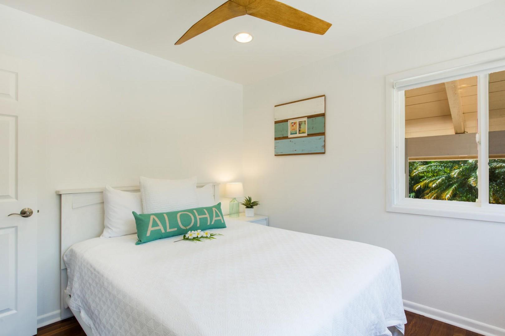 Queen bedroom #1 with nice, clean aloha design.